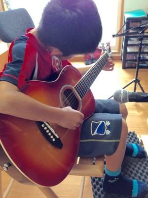 子供ギター.jpg